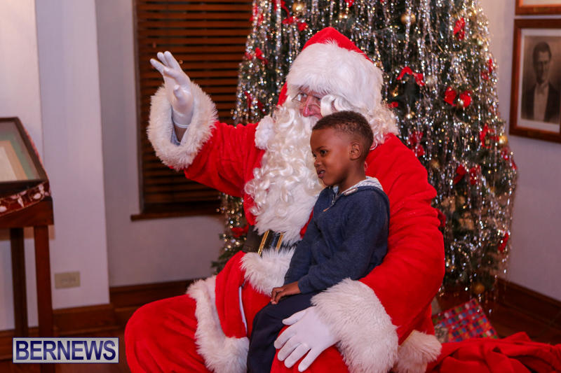 Santa-Claus-In-St-Georges-Bermuda-December-5-2015-28