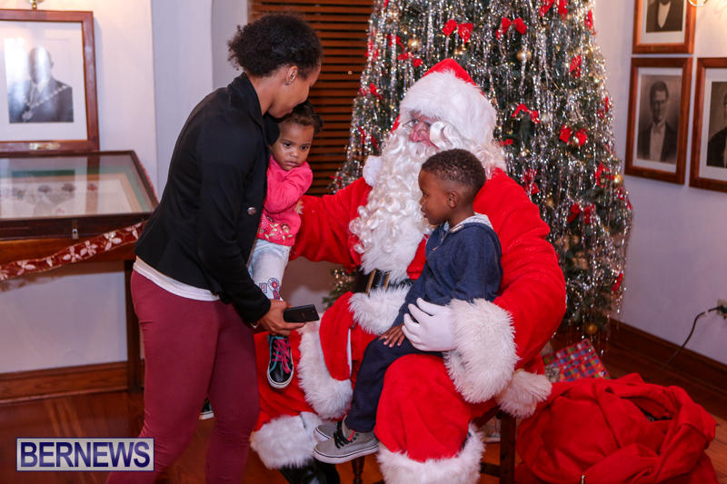 Santa-Claus-In-St-Georges-Bermuda-December-5-2015-29