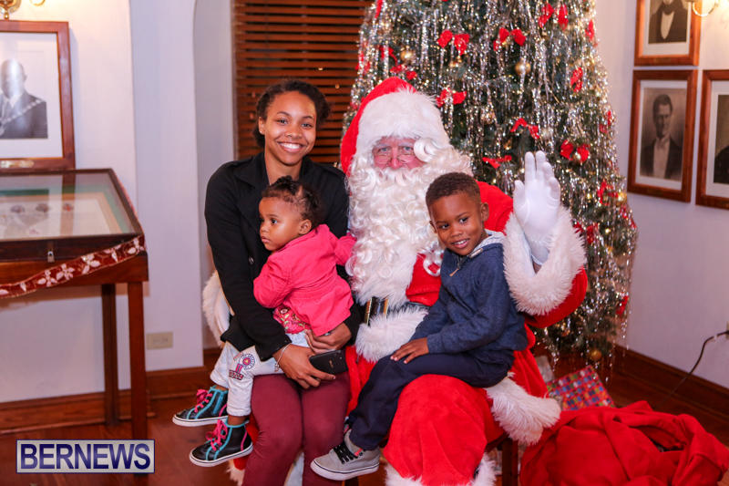 Santa-Claus-In-St-Georges-Bermuda-December-5-2015-30