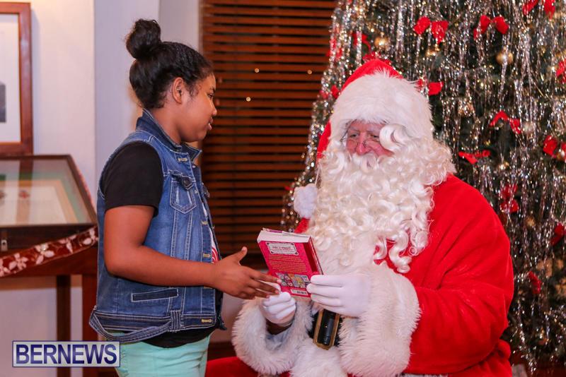 Santa-Claus-In-St-Georges-Bermuda-December-5-2015-33