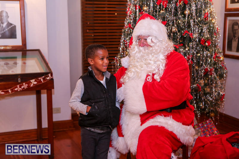 Santa-Claus-In-St-Georges-Bermuda-December-5-2015-36