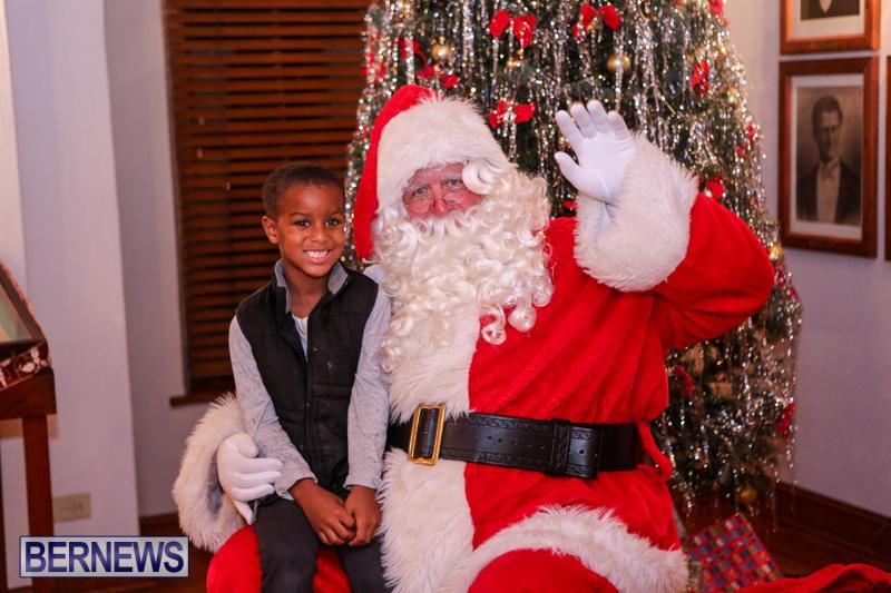 Santa-Claus-In-St-Georges-Bermuda-December-5-2015-37