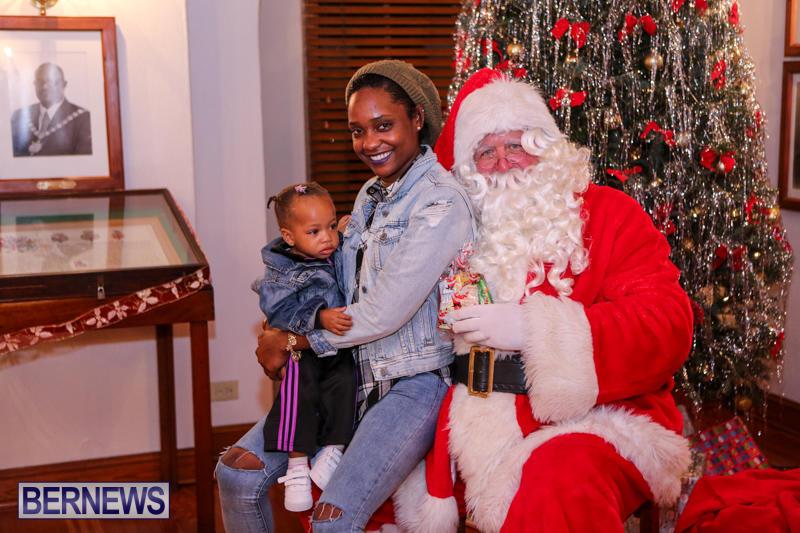 Santa-Claus-In-St-Georges-Bermuda-December-5-2015-38