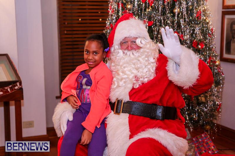 Santa-Claus-In-St-Georges-Bermuda-December-5-2015-39