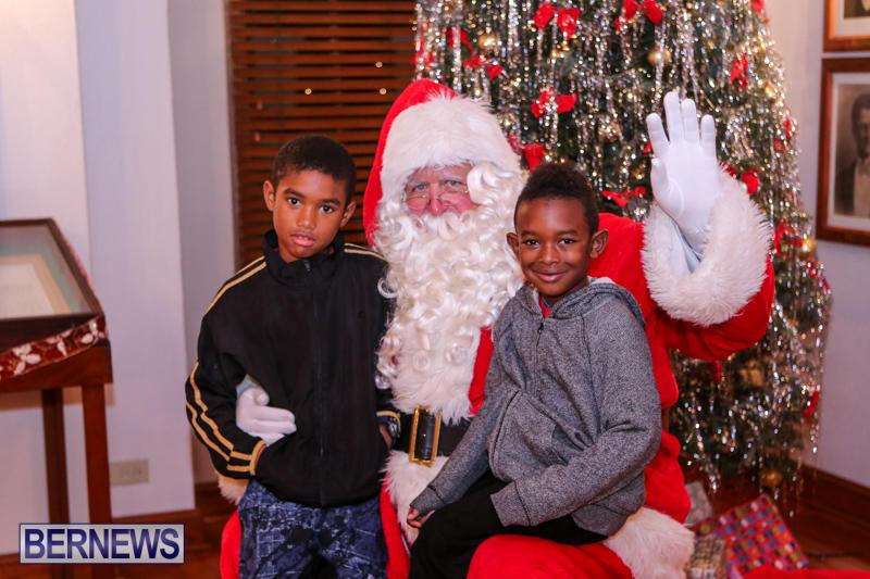 Santa-Claus-In-St-Georges-Bermuda-December-5-2015-42