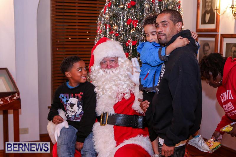 Santa-Claus-In-St-Georges-Bermuda-December-5-2015-43