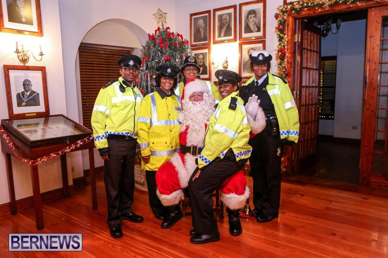 Santa-Claus-In-St-Georges-Bermuda-December-5-2015-54