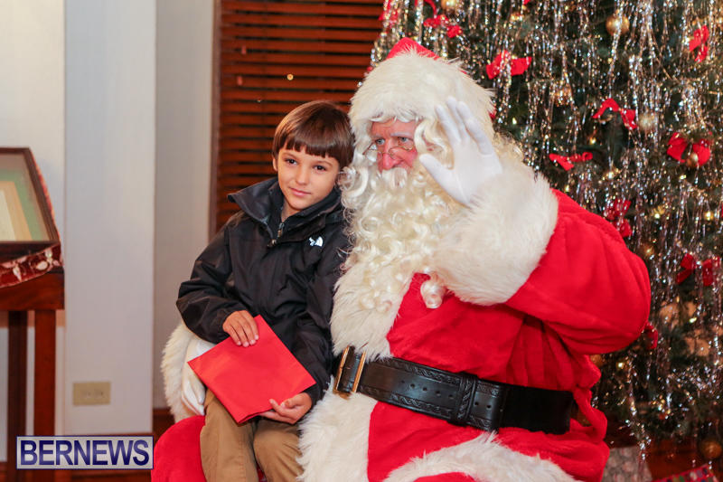 Santa-Claus-In-St-Georges-Bermuda-December-5-2015-6