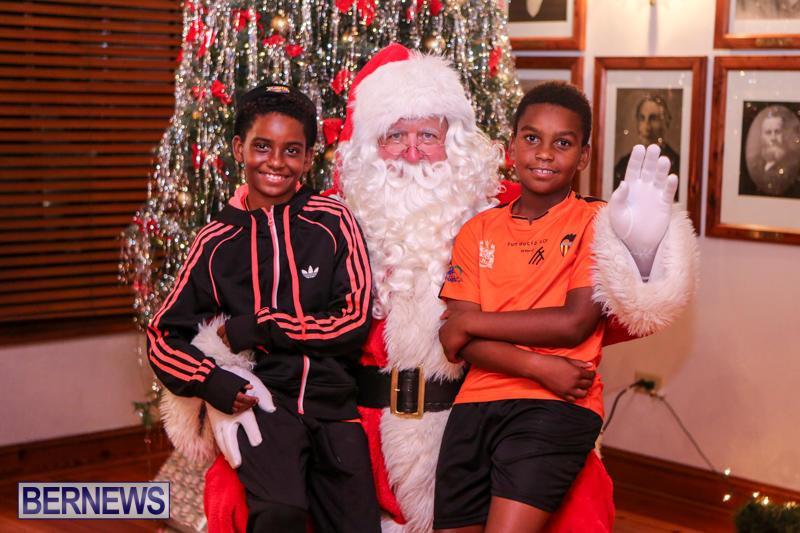 Santa-Claus-In-St-Georges-Bermuda-December-5-2015-74
