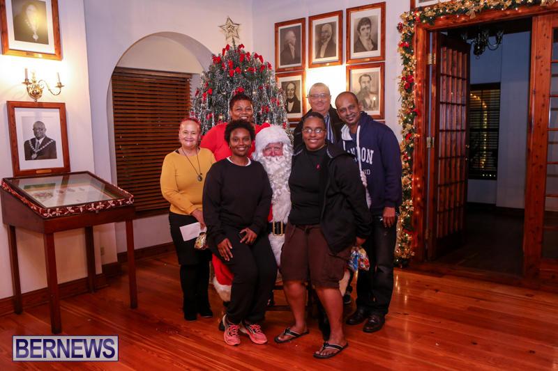 Santa-Claus-In-St-Georges-Bermuda-December-5-2015-78