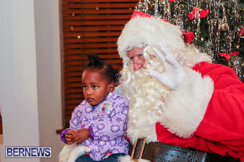 Santa-Claus-In-St-Georges-Bermuda-December-5-2015-8