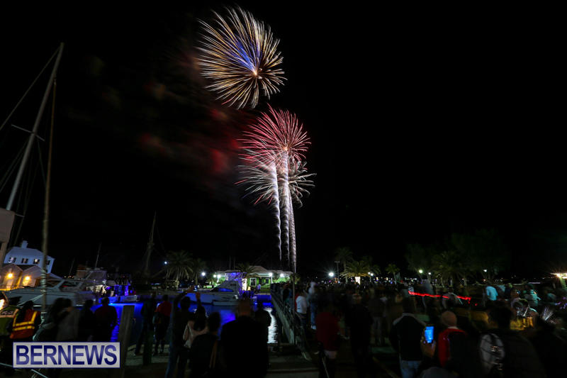 New-Years-Eve-Fireworks-St-Georges-Bermuda-December-31-2015-14