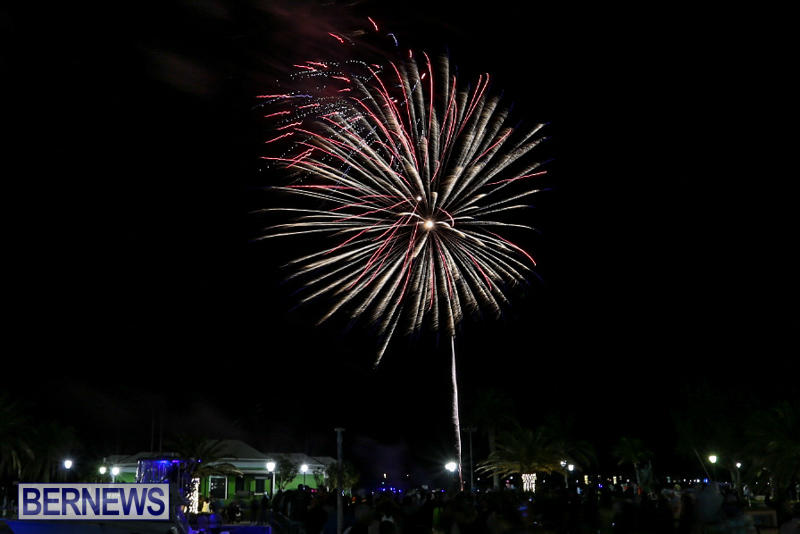 New-Years-Eve-Fireworks-St-Georges-Bermuda-December-31-2015-3