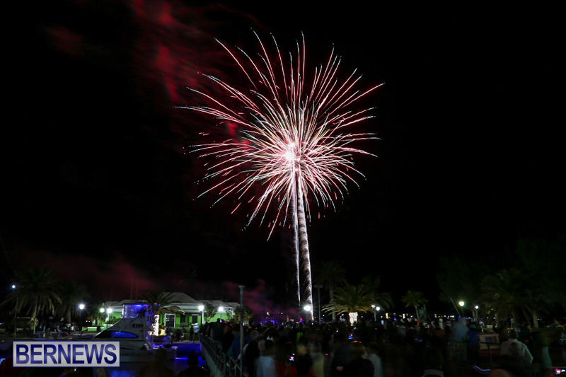 New-Years-Eve-Fireworks-St-Georges-Bermuda-December-31-2015-4