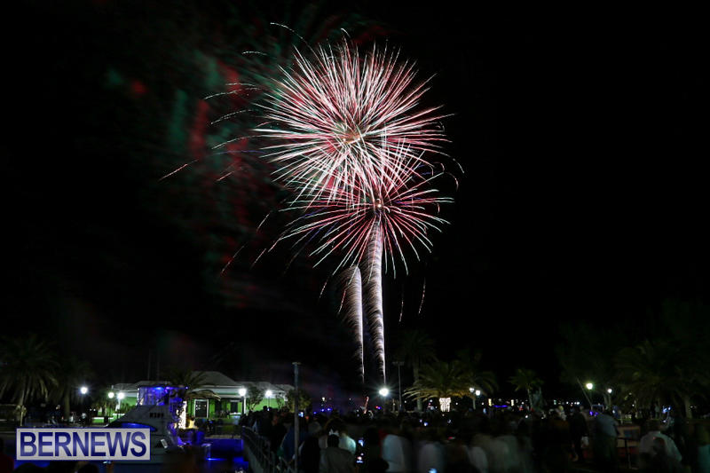 New-Years-Eve-Fireworks-St-Georges-Bermuda-December-31-2015-8