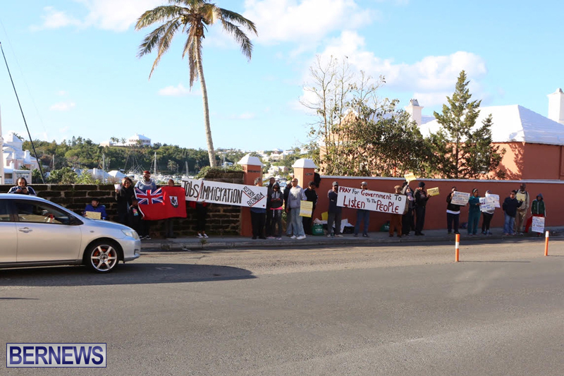 Protesters-On-East-Broadway-Bermuda-Mar-1-2016-26