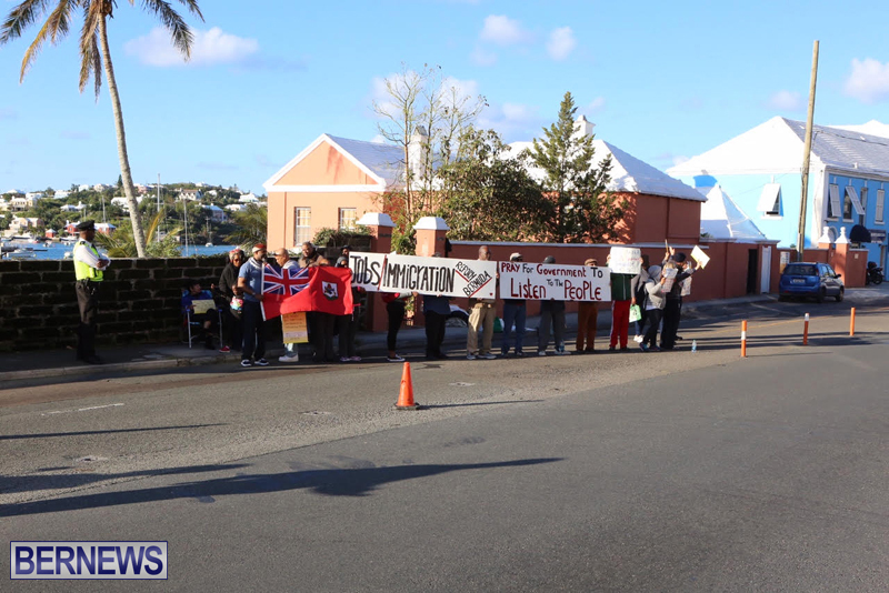 Protesters-On-East-Broadway-Bermuda-Mar-1-2016-32