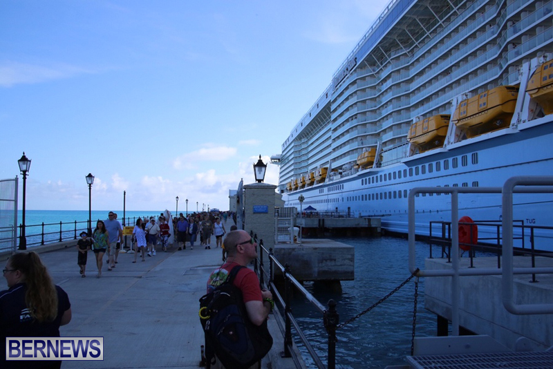 Anthem-of-Seas-cruise-ship-in-Bermuda-April-2016-15