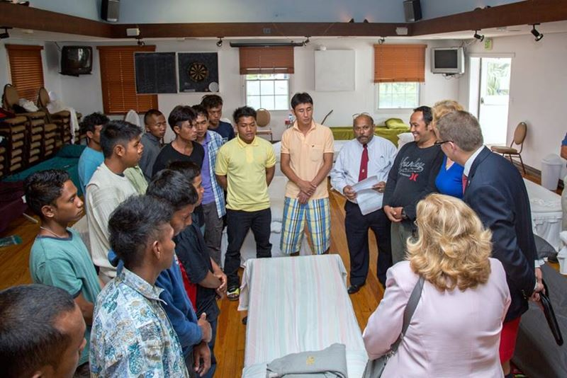 Minister meet with rescued sailors (1)