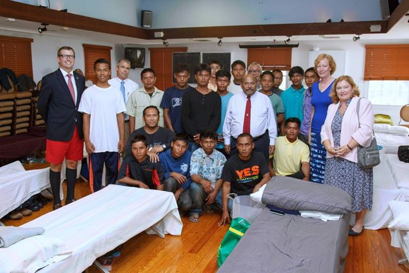 Minister meet with rescued sailors (4)