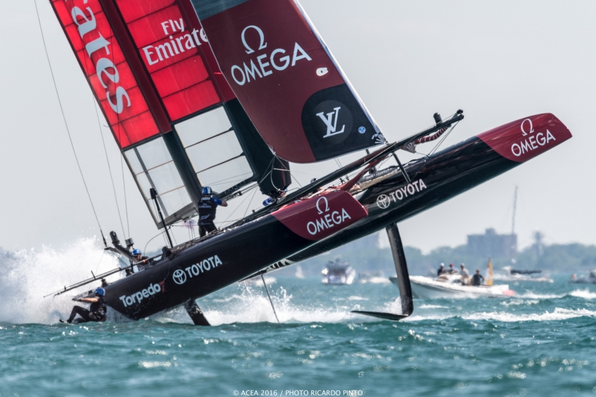 capsizes-at-2016-Chicago-Americas-Cup-on-June-10-2