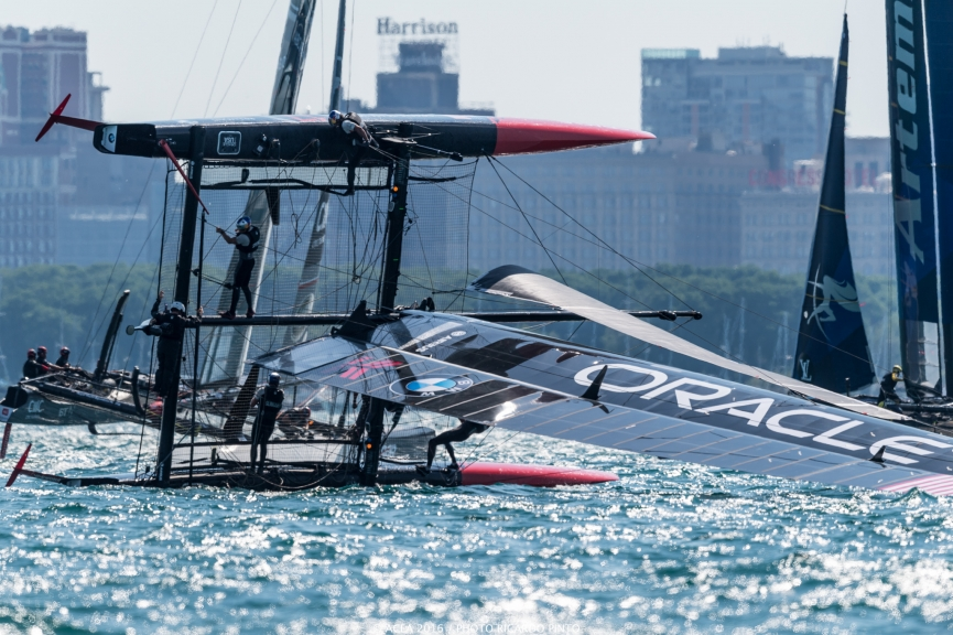 capsizes-at-2016-Chicago-Americas-Cup-on-June-10-4