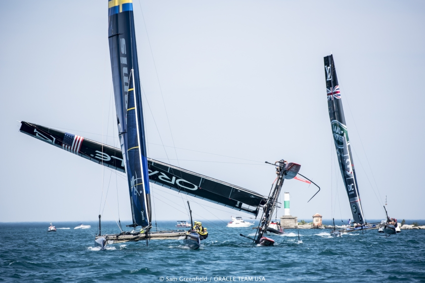 capsizes-at-2016-Chicago-Americas-Cup-on-June-10-5