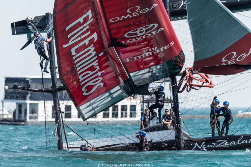 capsizes-at-2016-Chicago-Americas-Cup-on-June-10-7