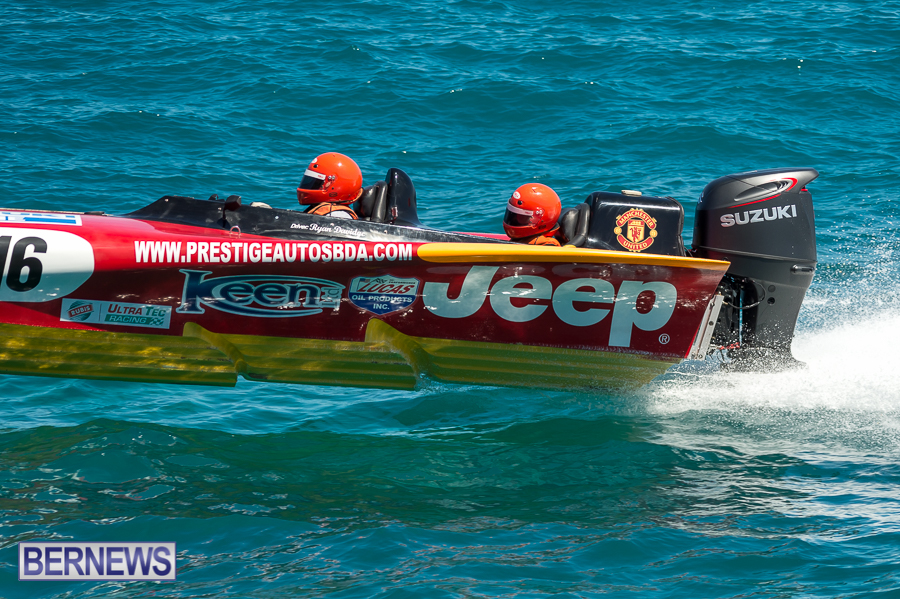 JM-2016-Around-the-Island-powerboat-race-1