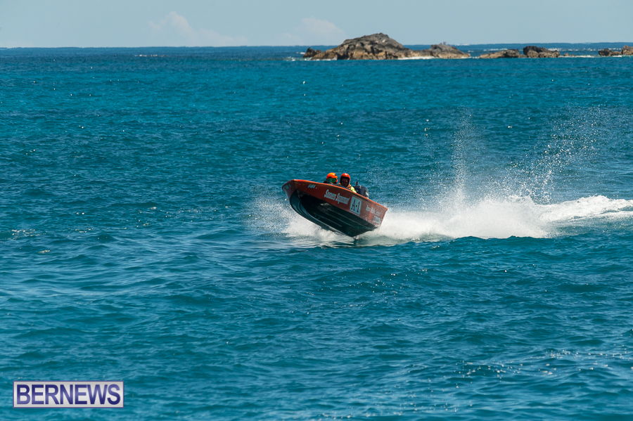 JM-2016-Around-the-Island-powerboat-race-30