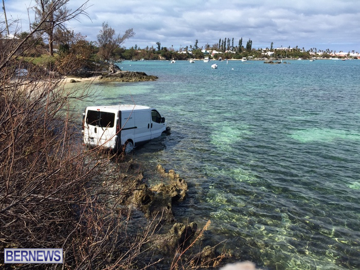 van in water oct 29 2016 (1)