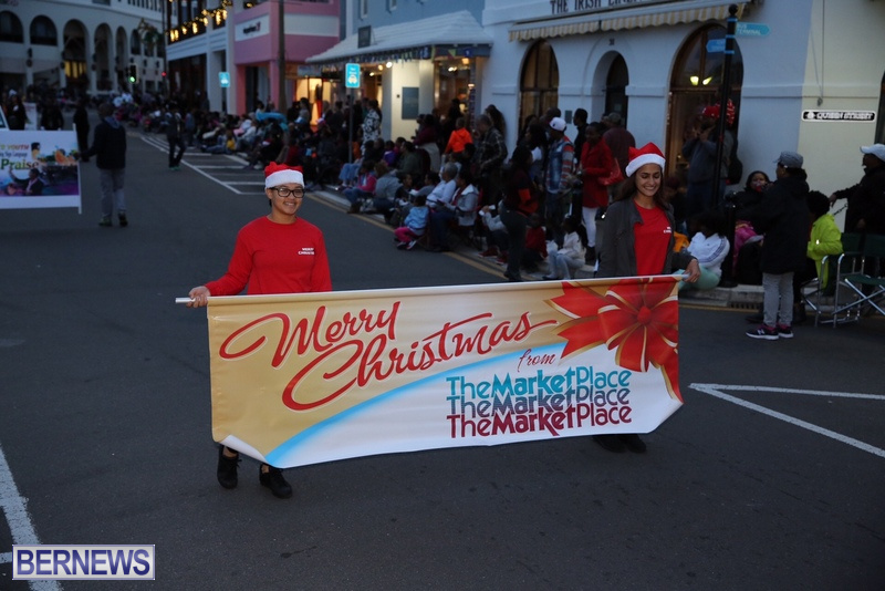 01-2016-Bermuda-Marketplace-Santa-Claus-Parade-5