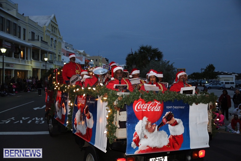 12-2016-Bermuda-Marketplace-Santa-Claus-Parade-16