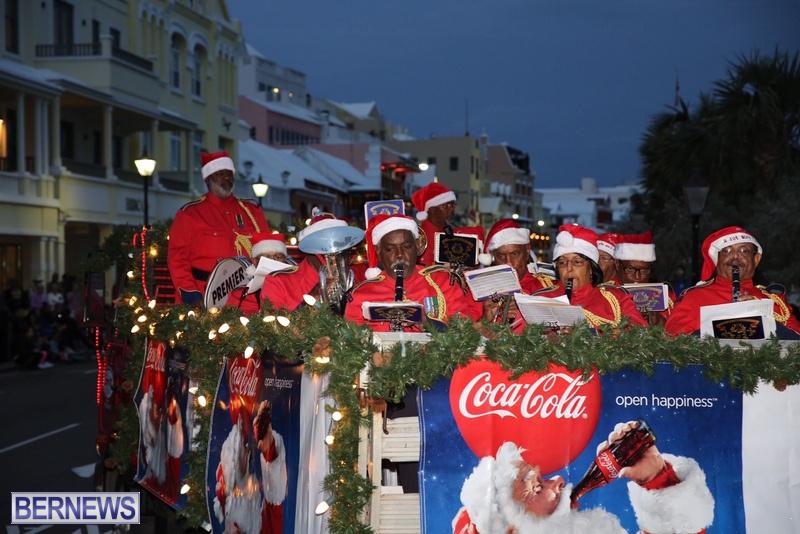 13-2016-Bermuda-Marketplace-Santa-Claus-Parade-17