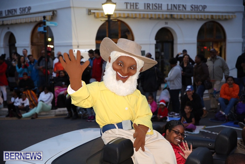 19-2016-Bermuda-Marketplace-Santa-Claus-Parade-23