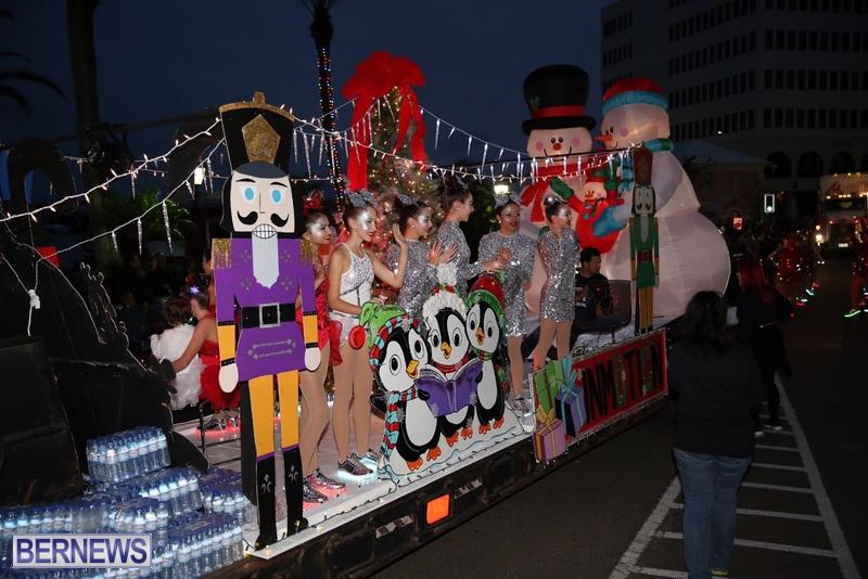 35-2016-Bermuda-Marketplace-Santa-Claus-Parade-40