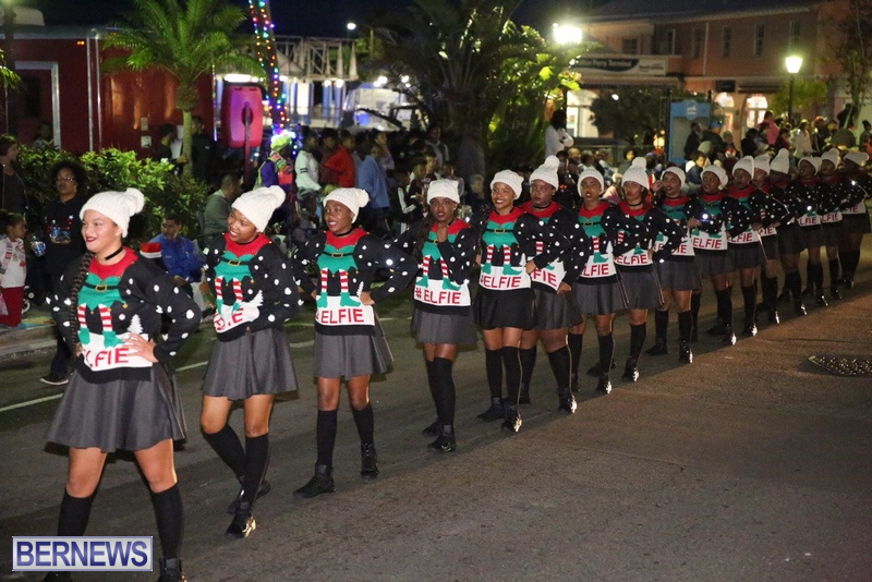 67-2016-Bermuda-Marketplace-Santa-Claus-Parade-71