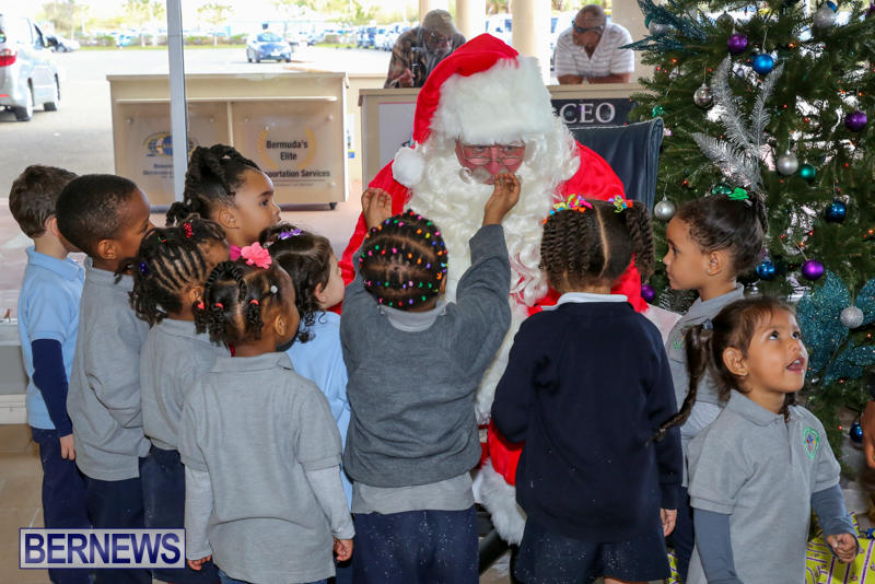 Santa-Arrives-In-Bermuda-November-25-2016-12