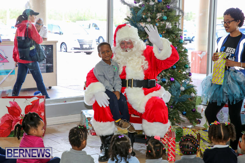 Santa-Arrives-In-Bermuda-November-25-2016-15