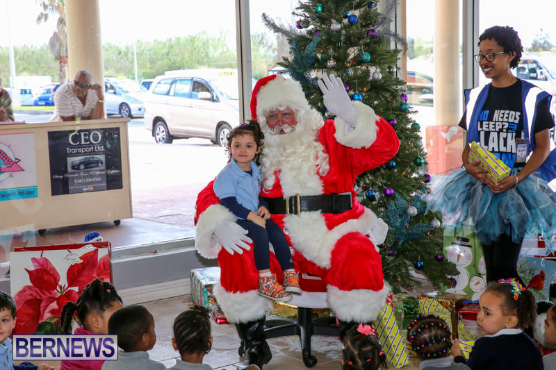 Santa-Arrives-In-Bermuda-November-25-2016-18