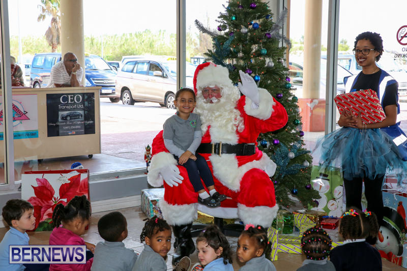 Santa-Arrives-In-Bermuda-November-25-2016-21