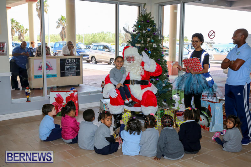 Santa-Arrives-In-Bermuda-November-25-2016-22
