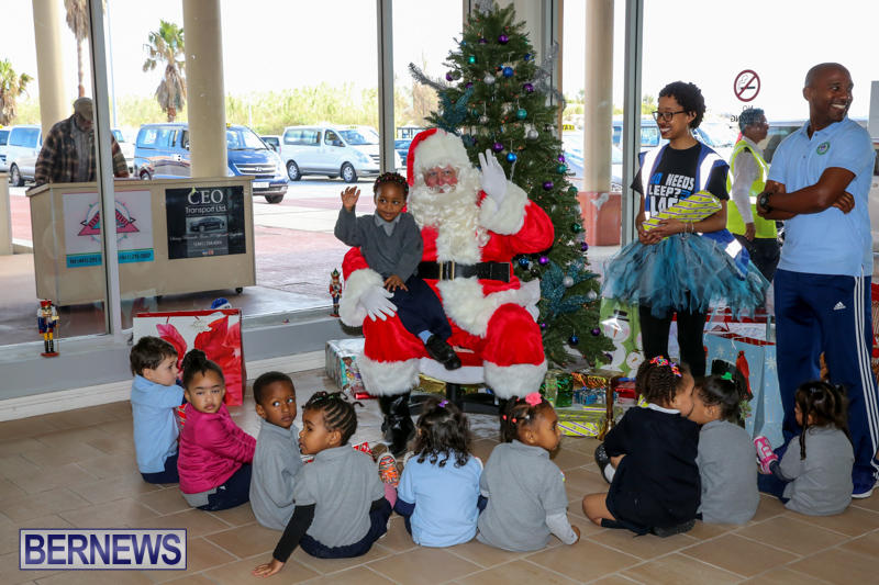 Santa-Arrives-In-Bermuda-November-25-2016-26