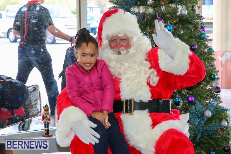 Santa-Arrives-In-Bermuda-November-25-2016-29
