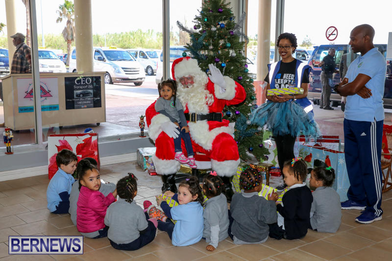 Santa-Arrives-In-Bermuda-November-25-2016-32