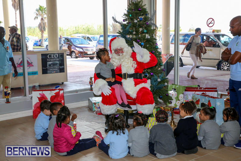 Santa-Arrives-In-Bermuda-November-25-2016-35