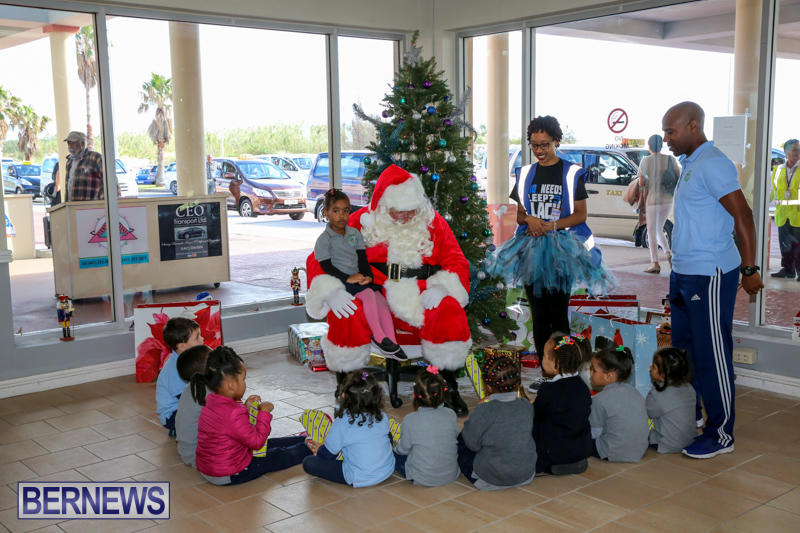 Santa-Arrives-In-Bermuda-November-25-2016-36