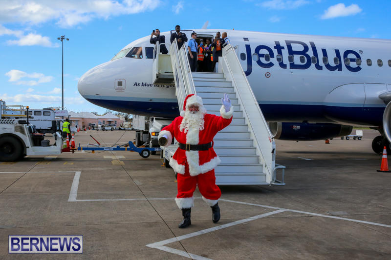 Santa-Arrives-In-Bermuda-November-25-2016-7