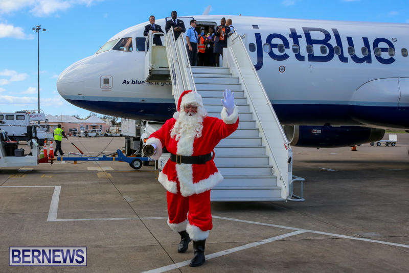 Santa-Arrives-In-Bermuda-November-25-2016-8