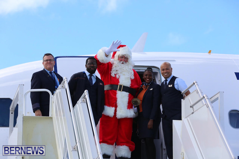 Santa arrives in Bermuda November 25 2016 (2)